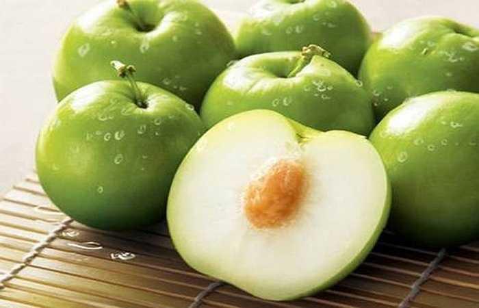 Thời điểm Tết là mùa của táo ta. Táo có tác dụng tuyệt vời trong hiệu quả tăng cường sức đề kháng, chống ôxy hóa, tốt cho sức khỏe và làn da. Trong táo ta, lượng vitamin P cao hơn hàng chục lần quýt, cam, có tác dụng chống các biểu hiện trầm cảm, mệt mỏi, và dễ cáu gắt và mất ngủ.
