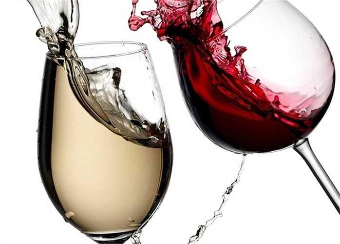 Tuyệt đối không pha trộn: Việc pha trộn các loại nước ngọt có gas và đồ uống có cồn sẽ làm bạn say nhanh chóng. Vì phản ứng tạo bọt khí sẽ làm chất cồn ngấm vào máu nhanh hơn. Ngoài ra bạn cũng cần tránh uống lẫn lộn các thức uống có cồn với nhau.