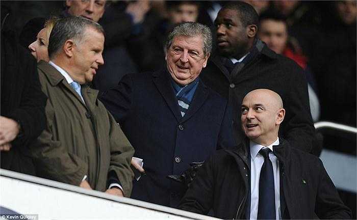 HLV tuyển Anh - Roy Hodgson cũng có mặt trên khán đài theo dõi trận đấu.