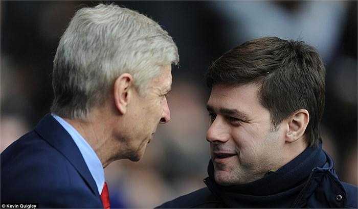 Sau trận, Pochettino nở nụ cười mãn nguyện khi bắt tay người đồng nghiệp Wenger.