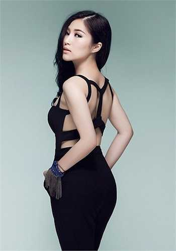Tháng 7/2013, Hương Tràm bị giật điện thoại khi đang đi trên đường. Giọng ca Ngại ngùng cho biết, đây là chiếc điện thoại thứ hai cô bị cướp.