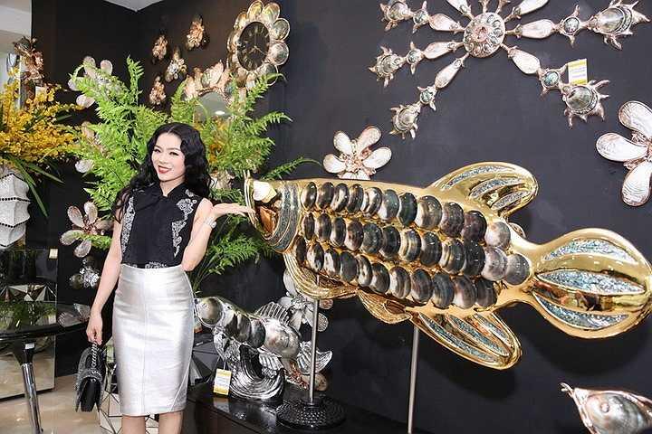 Nữ ca sỹ đã tốn một số tiền không nhỏ trong buổi shopping lần này để 'rinh' về một số sản phẩm cô ưa thích