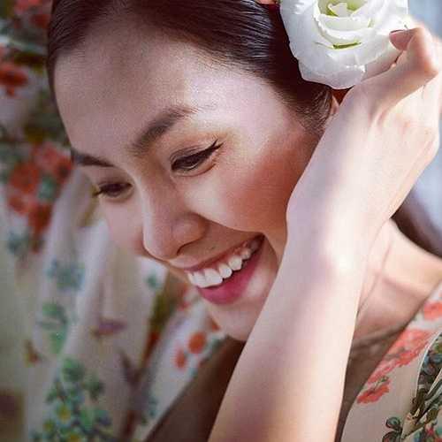 Nhìn lại nhan sắc của Hà Tăng từ ngày bước vào showbiz đến nay, khán giả ngày càng thấy cô mặn mà, sắc sảo và quý phái.