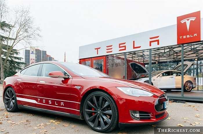 Vị trí số 1 của hãng xe điện nước Mỹ Tesla trong danh sách cho thấy trào lưu xe điện đang bùng nổ rõ rệt. Mẫu sedan cao cấp Model S - sản phẩm chiến lược của Tesla nhận được tỷ lệ tìm kiếm vô cùng lớn trên Google.