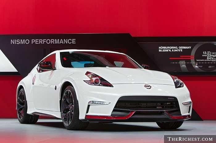 Giới phê bình đã không tiếc lời khen ngợi về Juke, một chiếc crossover (dòng xe lai giữa sedan và xe SUV) nhỏ do hãng xe Nhật Nissan sản xuất.