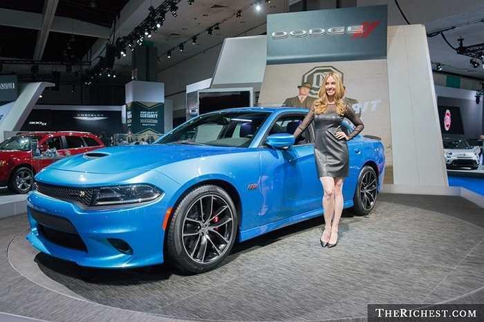 Dù do ông lớn Mỹ Chrysler (công ty sở hữu nhãn hiệu Dodge) về tay hãng xe Ý Fiat, người dân Mỹ vẫn dành nhiều sự chú ý tới các mẫu xe cơ bắp Dodge Challenger.