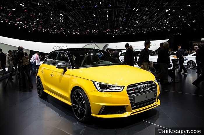 Audi vừa mới giới thiệu chiếc S1 Quattro tại Geneva Motor Show 2014. Audi S1 Quattro nổi bật với thiết kế lưới tản nhiệt rộng, vỏ gương bằng nhôm bóng bảy cùng nhiều tính năng khác.