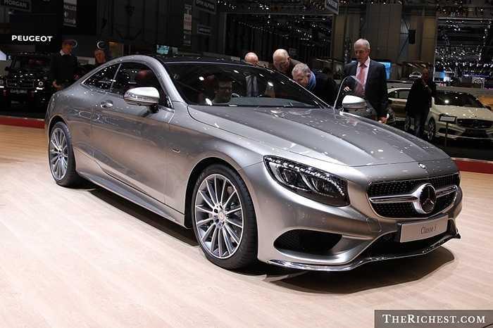 Các nhà thiết kế xe hơi và thiết kế thời trang đều rất nhạy bén với những khuynh hướng thay đổi và thị hiếu thời trang. Điều đó giải thích tại sao Mercedes-Benz S-Class luôn gắn kết với thời trang xa xỉ.