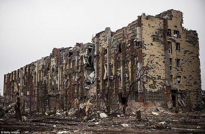 Một khách sạn bị tàn phá nặng nề sau những cuộc giao tranh ở Donetsk