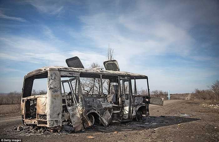 Chiếc xe bus bị phá tan