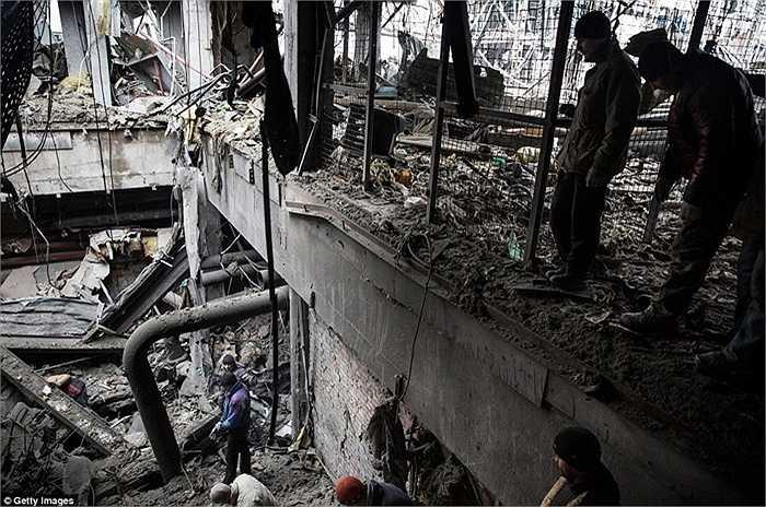 Bên trong sân bay Donetsk cũng bị tan hoang