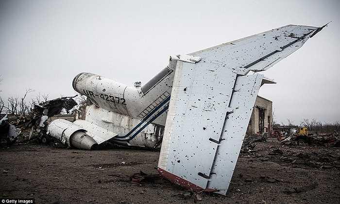Chiếc máy bay chi chít lỗ đạn