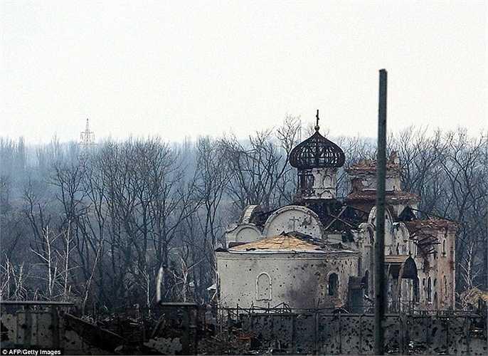 Một nhà thờ tan tành sau các cuộc giao tranh
