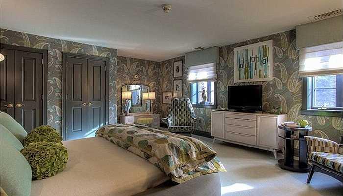 Một phòng ngủ khác được trang trí đơn giản hơn