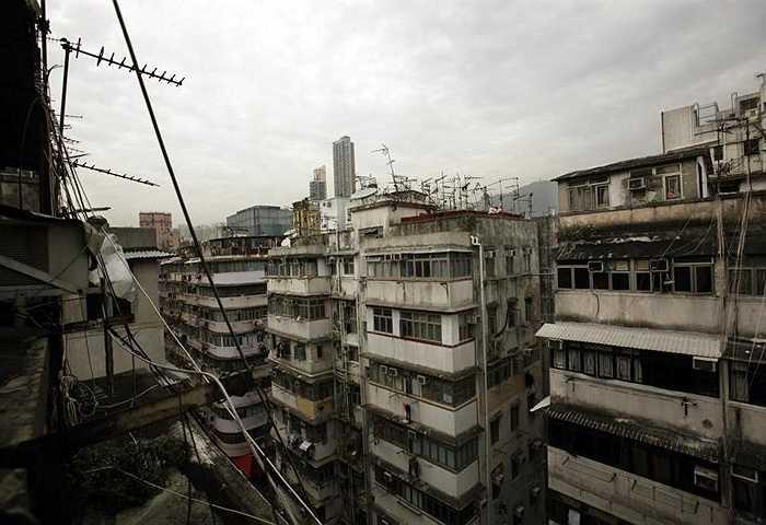 Những tòa nhà chật chội cho thuê ở khu Sam Shui Po (Hong Kong, Trung Quốc)