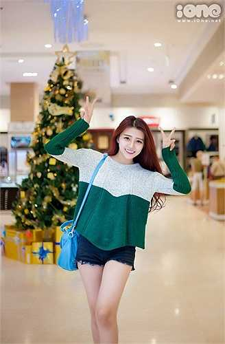 Từng theo học chuyên ngành mầm non, trường CĐ Sư phạm Nha Trang, Khánh Vy đã quyết định bỏ học khi là sinh viên năm hai để bắt đầu công việc buôn bán.