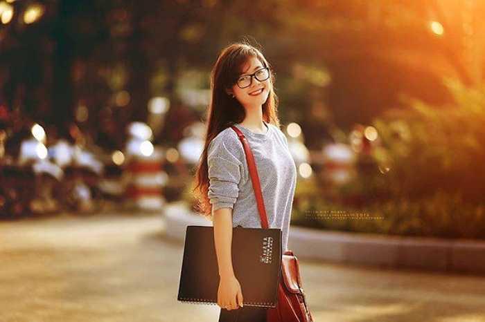 Vẻ đẹp tươi tắn và nụ cười tỏa nắng của cô kỹ sư tương lai.