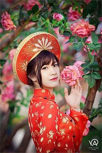 Lê Hồng Nhung, nữ sinh viên từng xuất hiện không ít lần trên báo chí vì vẻ đẹp dịu dàng, trong veo của mình.