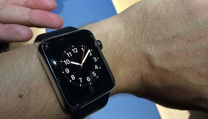 Đầu tiên và quan trọng nhất, Apple Watch là một chiếc đồng hồ đeo tay với chức năng chính là xem giờ. Bạn có thể lựa chọn rất nhiều mặt đồng hồ khác nhau