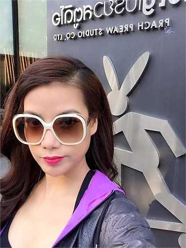 Với lịch làm việc dày đặc và phải di chuyển nhiều, nữ diễn viên 'Hương Ga' vẫn giữ được vẻ xinh đẹp rạng rỡ.