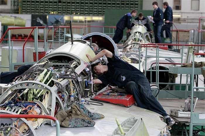 Các kỹ sư Nga chuẩn bị cho sản phẩm của mình