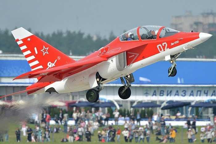 Ấn Độ cũng mua của Nga máy bay huấn luyện Yak-130