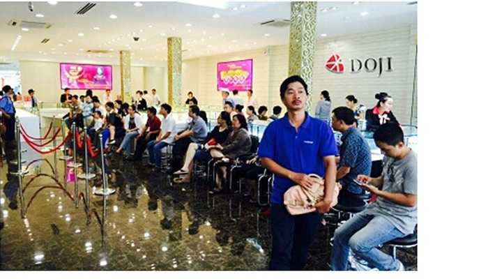 Với hơn 50.000 sản phẩm tung ra thị trường cả nước, sản phẩm Kim Dương đến tay được đông đảo người dân Tp.HCM. Tại 66 Cách mạng Tháng Tám, Q.3, khách hàng kiên nhẫn ngồi chờ đợi tới lượt