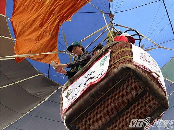 Từ trên khinh khí cầu, vừa ngắm cảnh, vừa chụp được những tấm ảnh toàn cảnh, tuyệt đẹp tại non thiêng Yên Tử.