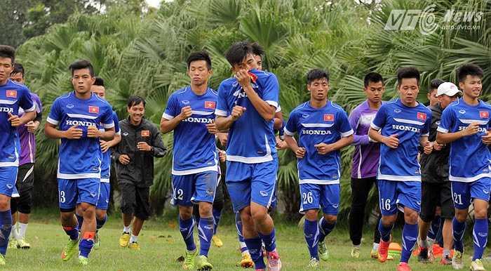 Tan buổi tập, U23 Việt Nam phải chạy 5 vòng sân trước khi được nghỉ.(Ảnh: Thành Phạm)