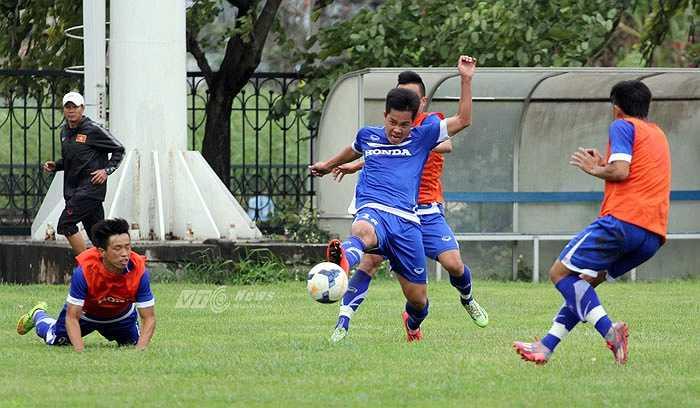 Hôm nay đã là ngày thứ 6 U23 Việt Nam tập trung cùng nhau. Không còn sự e dè hay giữ sức, dưới sức ép của HLV Miura, tất cả cầu thủ đều bộc lộ hết khả năng của mình.(Ảnh: Thành Phạm)