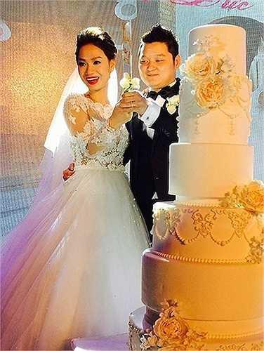 Tiệc cưới của Trà My và chồng được tổ chức rất linh đình.