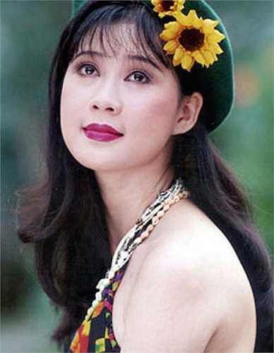 Không chỉ nổi tiếng trên màn ảnh lúc bấy giờ, Diễm Hương còn là gương mặt quảng cáo đắt giá.