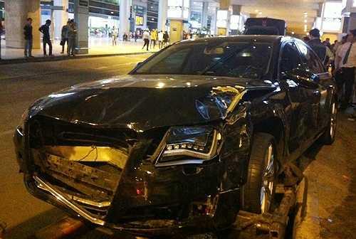 Hà Hồ cũng vừa vướng rắc rối khi tài xế của cô gây ra tai nạn liên hoàn khiến 2 người tử vong, hơn 10 người bị thương