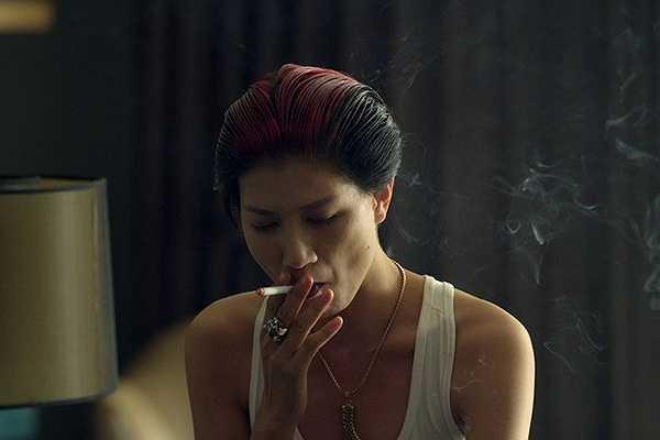 Tối 27/2, Trang Trần bị bắt khẩn cấp và giam giữ hình sự, cô có thể đối mặt với án tù từ 6 tháng đến 3 năm.
