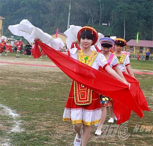 Hôm nay, ngày 3/1/2015, tại thôn Bản Kè B (xã Lăng Can, Lâm Bình), vùng đất xa xôi tận cùng của tỉnh Tuyên Quang diễn ra lễ hội Lồng Tông của người Tày.