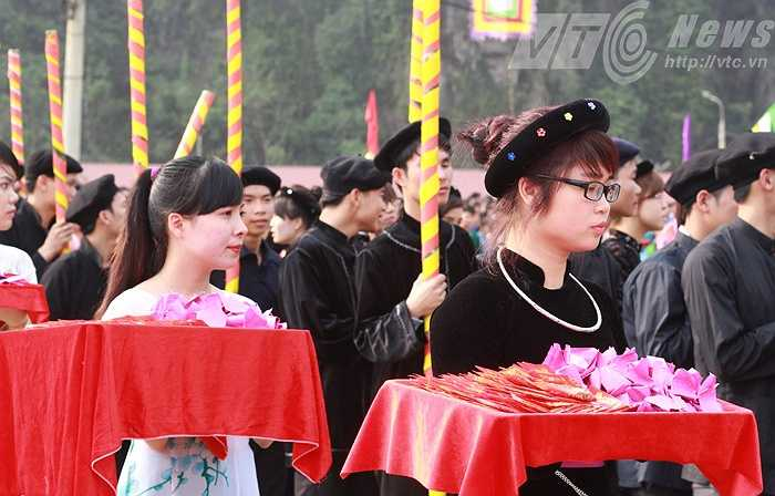 Lễ hội Lồng Tông còn gọi là Hội xuống đồng. Đây là ngày hội không chỉ của người Tày, mà còn là sự quy tụ những sắc thái văn hóa đặc trưng nhất của các dân tộc như Nùng, Dao, Sán Chỉ…
