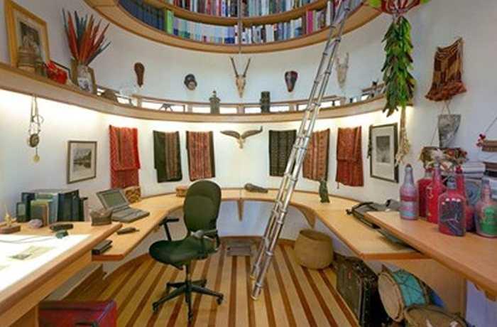 Giá sách ẩn trên trần là một kiểu nội thất nhà độc đáo không phải ai cũng tưởng tượng ra. Mó đồ này giúp tiết kiệm không gian hữu ích trong ngôi nhà bạn.