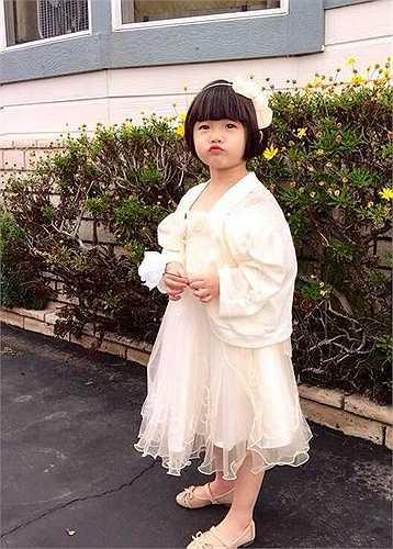 Thúy Nga: 'Hot girl 'nhỏ mọn' hôm nay đi ăn đám cưới người ta...'