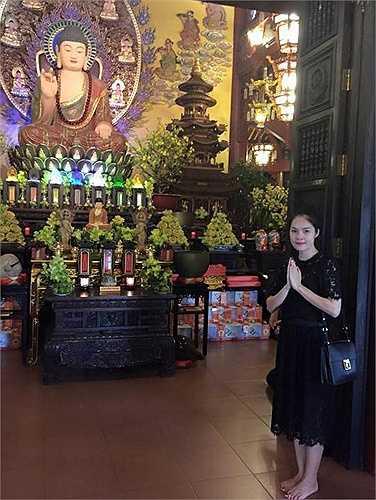 Dương Cẩm Lynh: 'Ngày đi chùa đầu năm . Cầu bình an sức khoẻ cho mọi người thân'