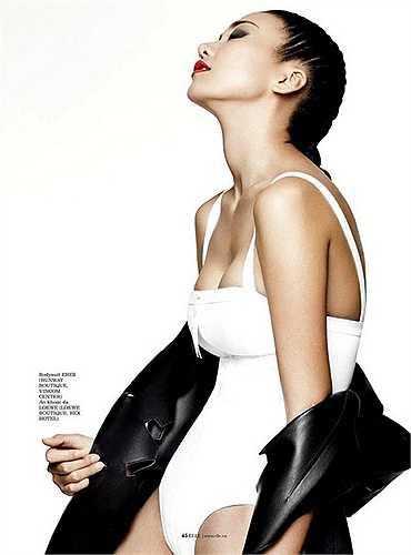 Đăng quang Hoa hậu báo Phụ nữ VN qua ảnh năm 2002, Thanh Hằng bước chân vào nghề người mẫu và đạt nhiều thành công. Đôi chân dài 1,12 m chính là 'báu vật' gắn liền với tên tuổi Thanh Hằng