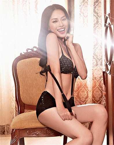 Sinh năm 1979, Ngô Thanh Vân được biết đến là mỹ nhân tài sắc vẹn toàn nhưng muộn chồng trong showbiz Việt