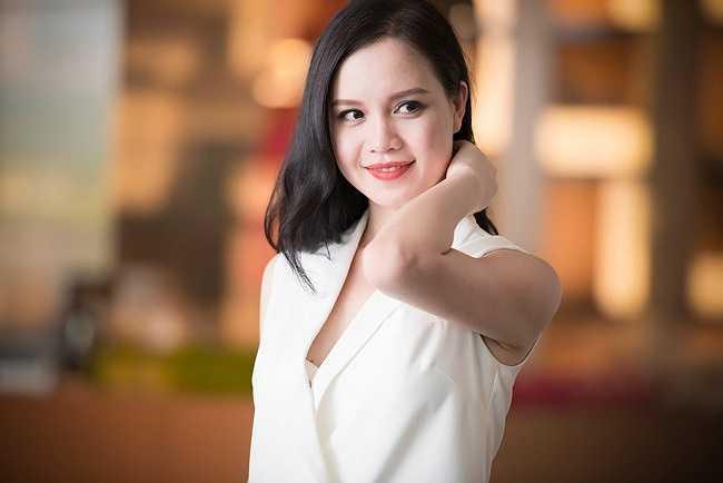 Sinh năm 1980, á hậu Ngọc Oanh cũng là một chân dài 'tuổi băm' vẫn chưa chịu lấy chồng của showbiz Việt