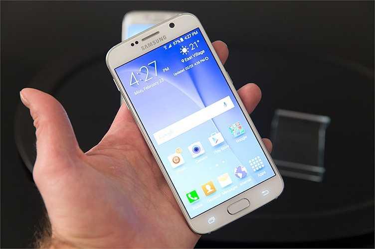 Galaxy S6 có màn hình rộng 5,1-inch với độ phân giải 2K, mật độ điểm ảnh 577ppi cùng với công nghệ Super AMOLED