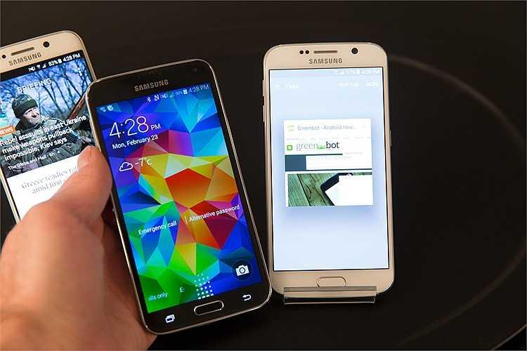 Galaxy S5 (trái) được đặt cạnh Galaxy S6