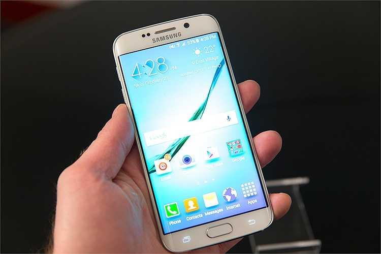 Về thiết kế, S6 Edge tương tự với S6, ngoại trừ 2 cạnh màn hình cong thay vì phẳng