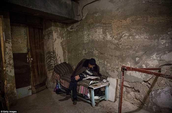 Từ tháng 6/2014, nhiều người dân Donetsk đã chuyển xuống hầm để sống an toàn hơn