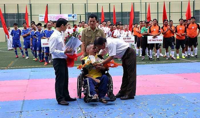 Giải thưởng Quả bóng vàng Việt Nam được nhà báo Minh Hùng khởi xướng từ năm 1995