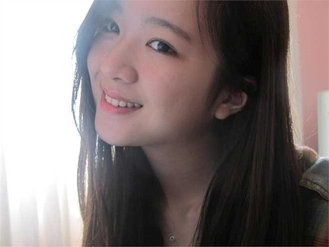 Từ khi 16 tuổi, cô bé thường xuyên được tháp tùng mẹ tới dự các sự kiện của làng giải trí.