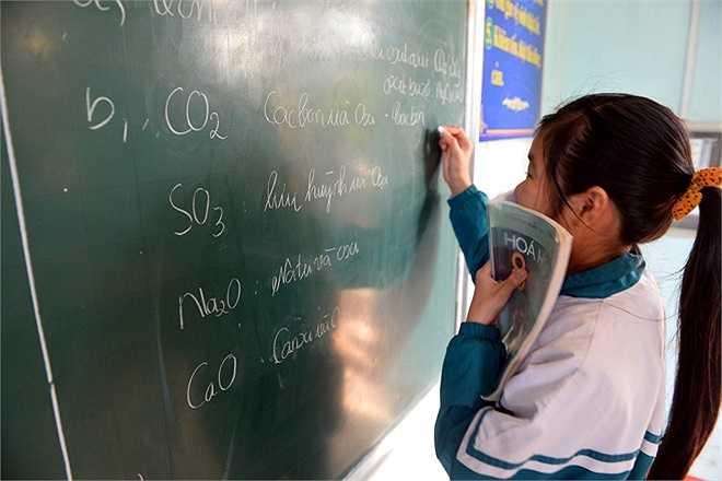 Một buổi học môn Hóa học ở lớp 8 trường THPT số 2 ĐaKrong.