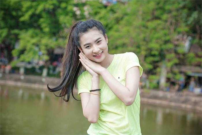 Cô gái xinh đẹp này chia sẻ dự định tương lai: 'Mình sẽ cố gắng hoàn thành tốt học phần của 2 năm học tiếp theo tại trường Đại Học Sân Khấu Điện Ảnh Hà Nội, sau đó sẽ thực hiện mo ước ấp ủ bấy lâu'.